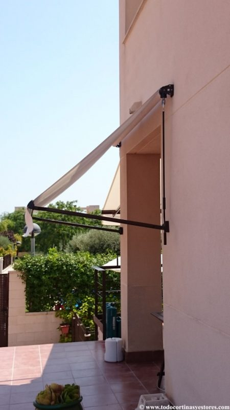 Toldo con brazos tension