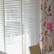 venecianas-de-madera-con-cortinas-laterales
